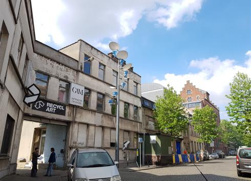 Left to right: 13-15 and 17-19 Rue de Manchester and, above the trees, the top of the Charleroi Danse buildings. © sau-msi.brussels (PSa)