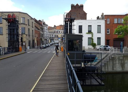 In the background of the image, the site as seen from the Pont des Hospices. © sau-msi.brussels (PSa)