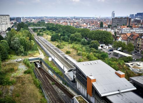 The train/metro lines and the Gare de l'Ouest brownfield site.  © SAU-MSI/Reporters