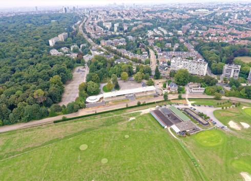 Aerial view of the Hippodrome from the Sonian Forest, with the outermost districts of the city in the background.  © sau-msi.brussels (Simon Schmitt - www.globalview.be)