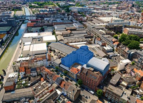 The floors to which the call for expressions of interest for temporary occupation relates are in the buildings highlighted in blue on the Manchester site, which is itself outlined in blue. © sau-msi.brussels (Simon Schmitt - www.globalview.be)