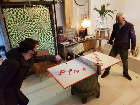 The TomorrowNowMovement team builds ping-pong tables from reclaimed materials. © sau-msi.brussels (P.Sa.)